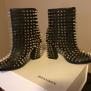 Woman s boot